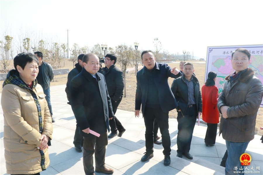 太湖县人大组团来我县参观考察潜水防洪景观工程
